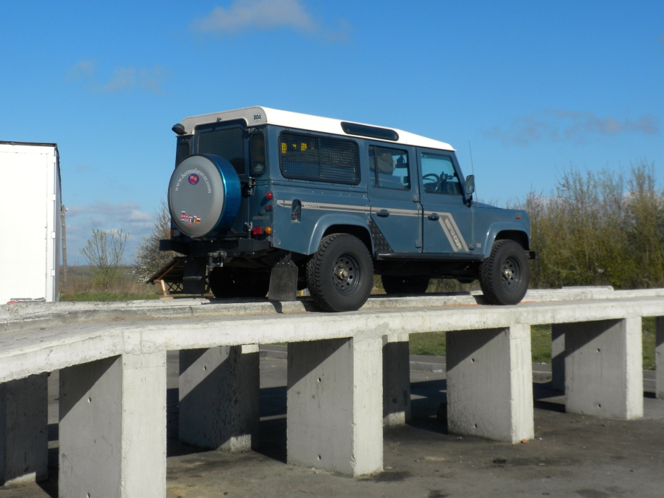 Defender on a work ramp at a truck stop
