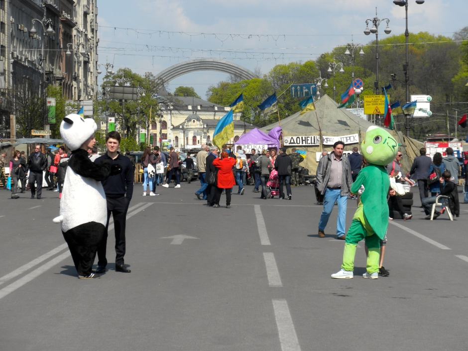 Would you like a photo with a panda on the Maidan?