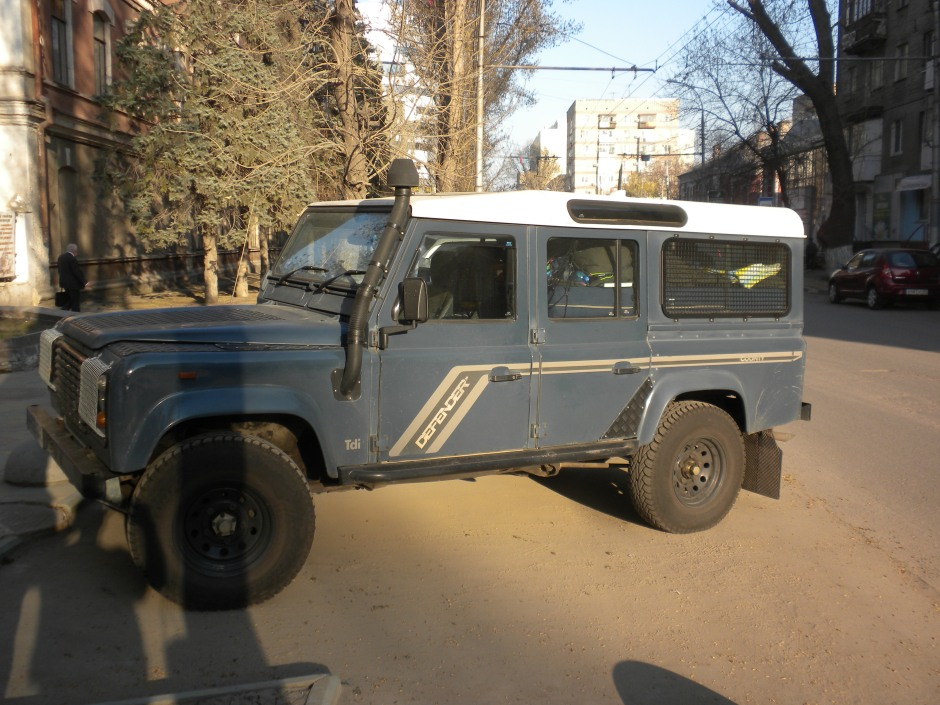 Defender looking rather dusty on arrival in Saratov