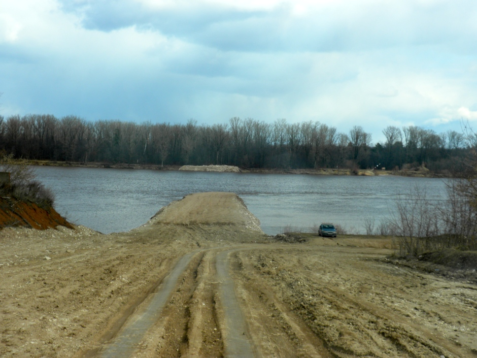 The road to the non-existent ferry