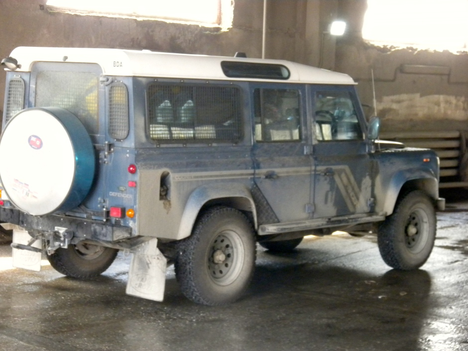 A grimy Defender when we pulled in to the car-wash