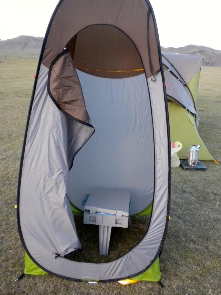 Pett portable toilet in Quechua toilet tent