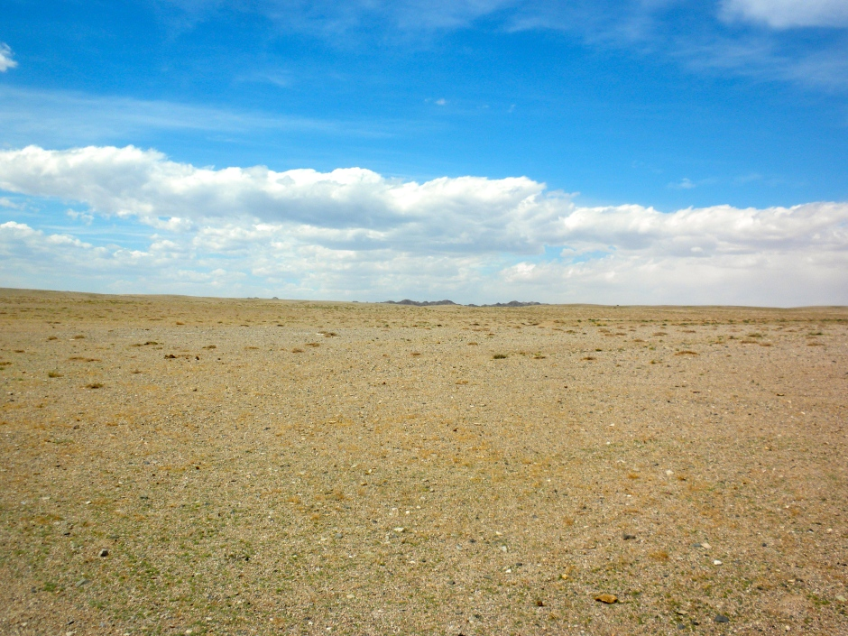 Uninspiring gravel landscape around Khar Nuur