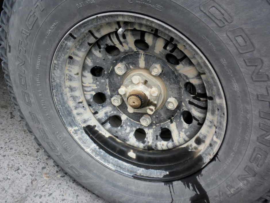 The wheel with the missing cap - and grease falling onto the wheel