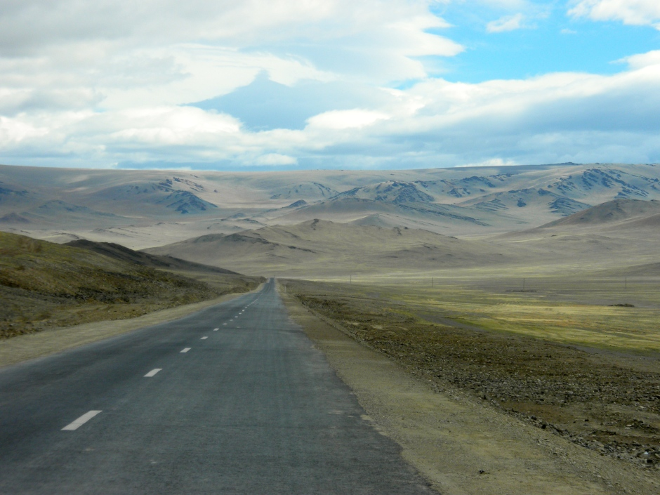 Smooth tarmac as we head to the Mongolia/Russia border