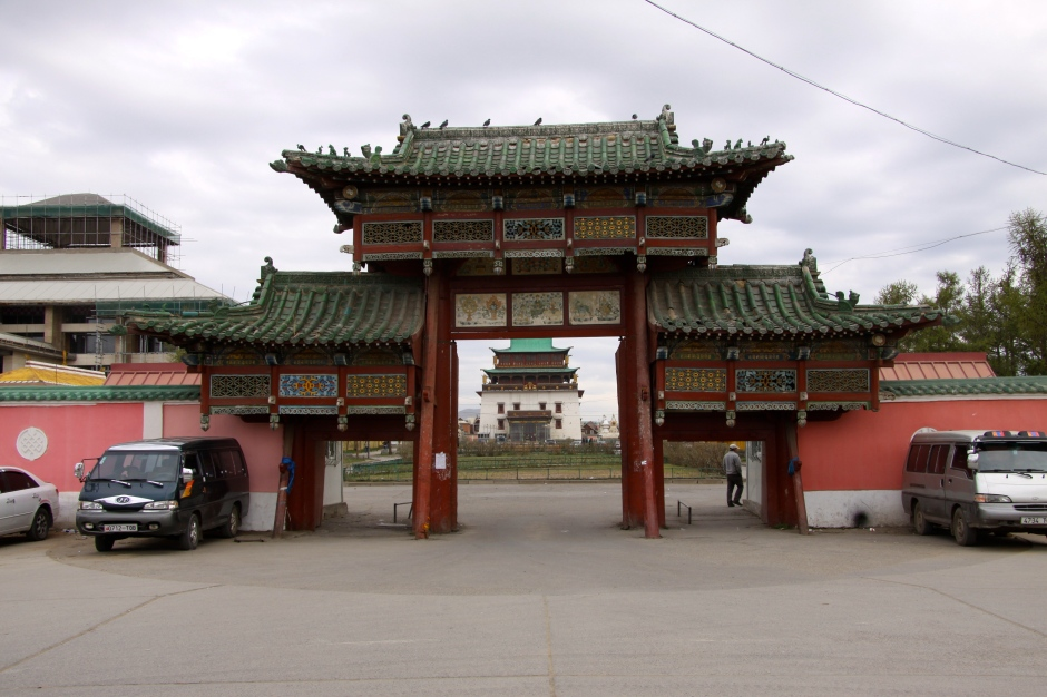 Entrance to the Gandan Khiid monastery