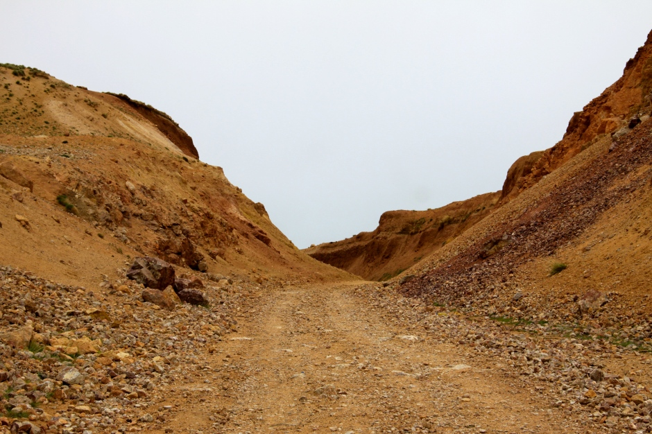 Gravel road near the top of the pass