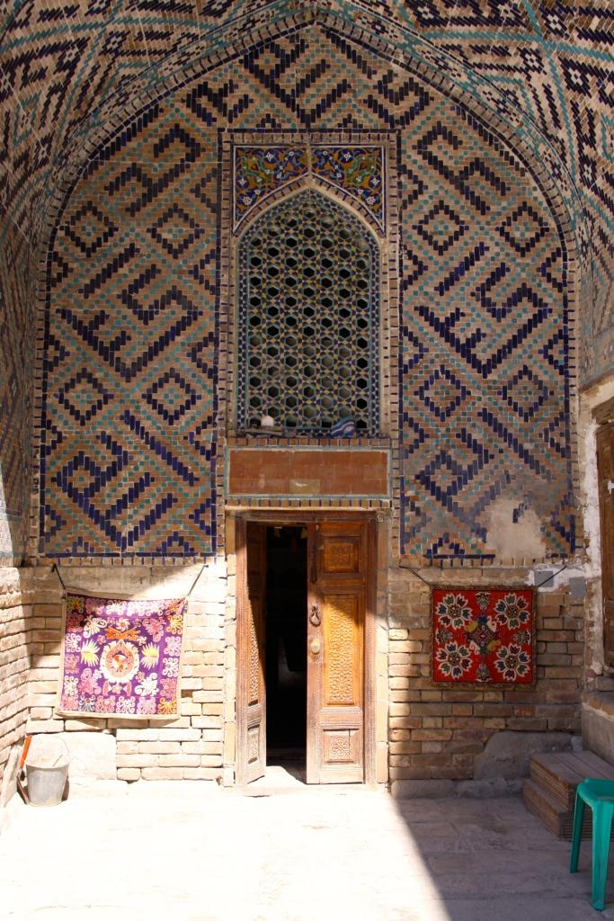 Entrance to one of the souvenir shops inside the Registan