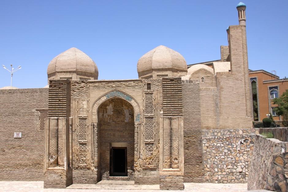 Magoki Attori Mosque (12th century)