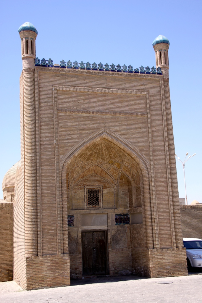 Magoki Attori Mosque (12th century)