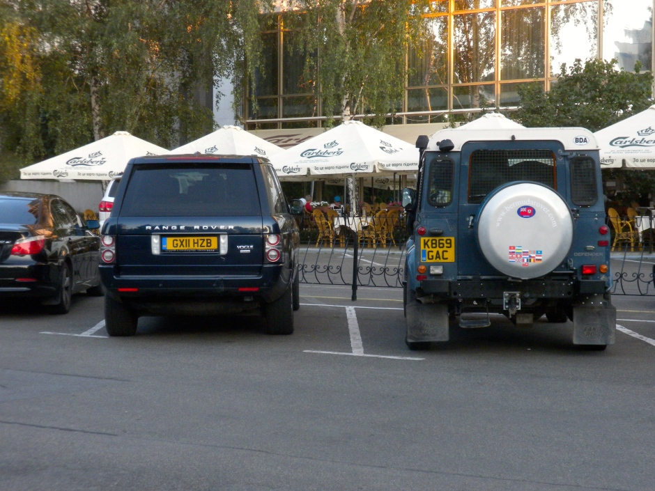A UK registered Range Rover TDV8 Vogue parked next to the Defender to keep her company in the hotel car park