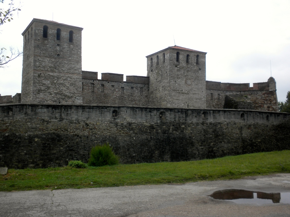 The rear (non-river-side) of the fortress
