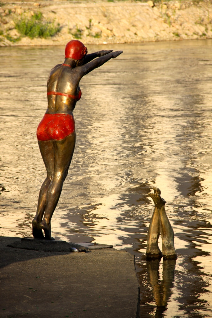 Sculpture of a diving girl