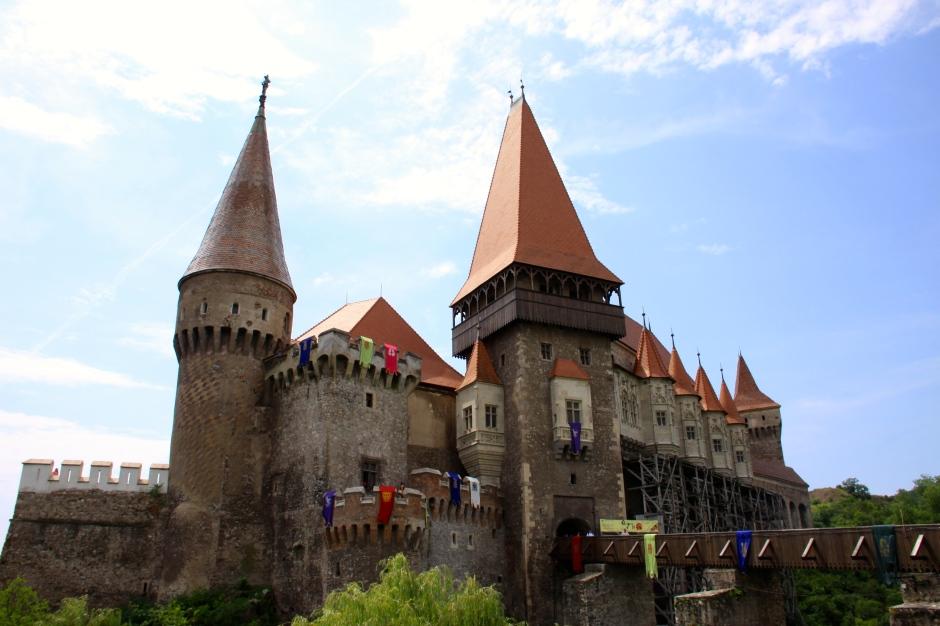 Corvinesti Castle - front view