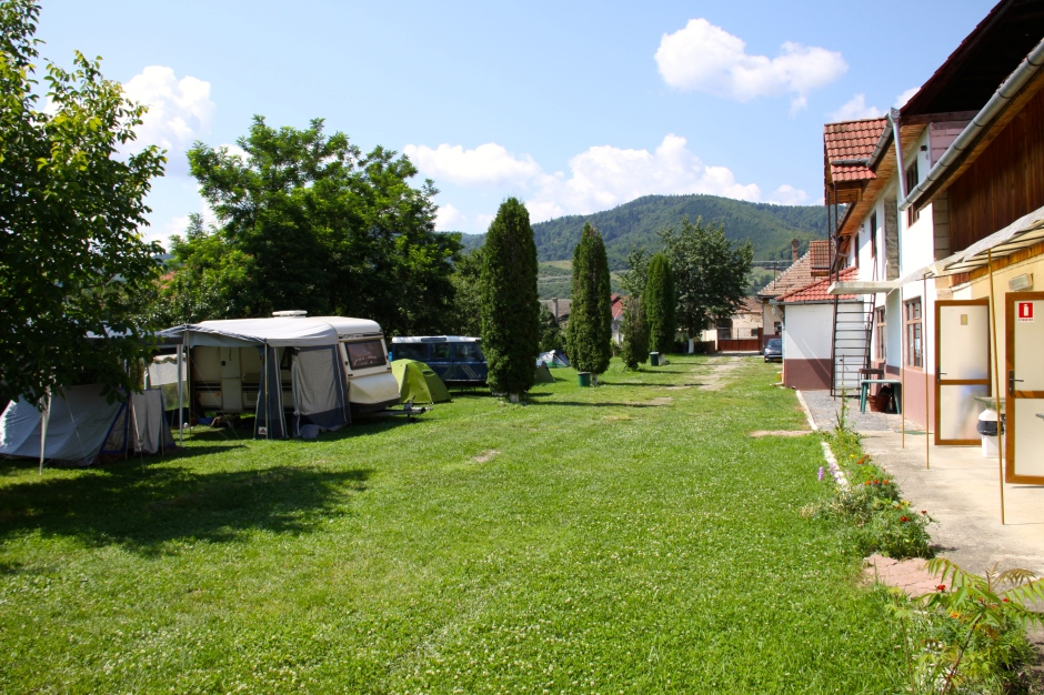 Camping pitches on the left and sanitary block, games room, etc on the right