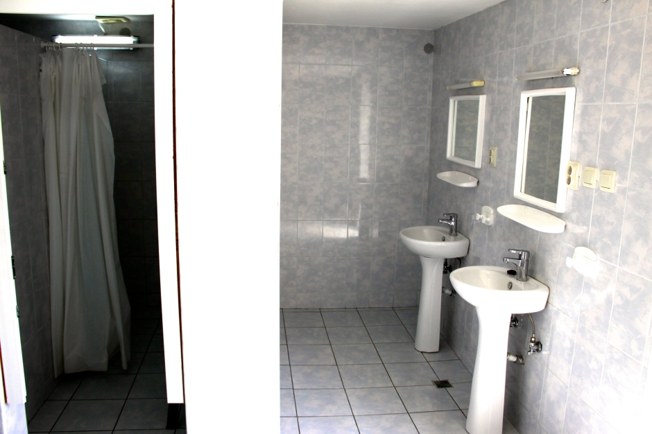 Men's bathroom - shower and washbasins