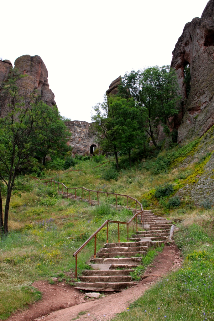 Steps up to the single access gate into the oldest part of the fortress