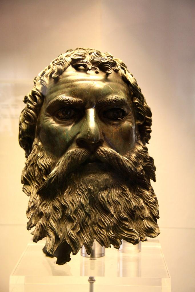 Portrait head of a statue in bronze (4th century BC)