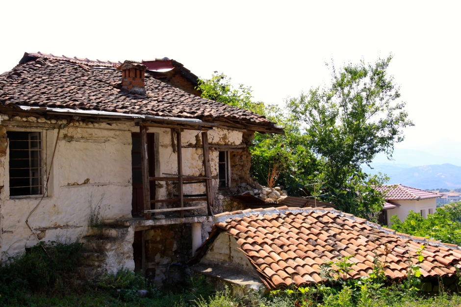 Abandoned cottage in Old Kastraki