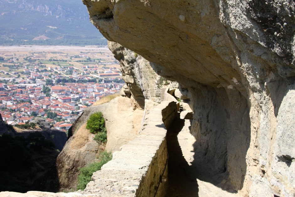 The footpath above the small tunnel to access the monastery.