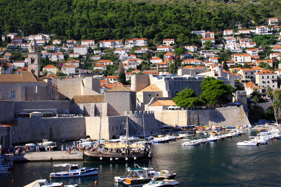 Marina at the eastern end of the old town