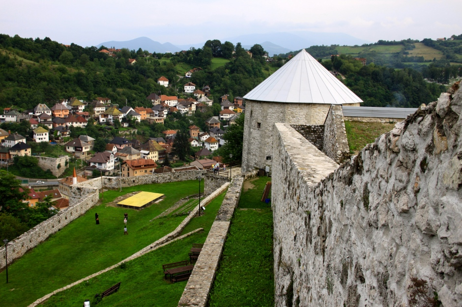 The inner wall and keep of the fortress, and the town below.