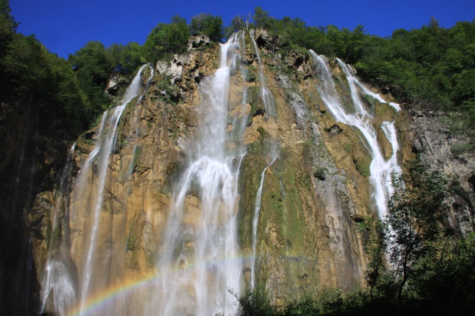 The big waterfall (note rainbow at lower left)