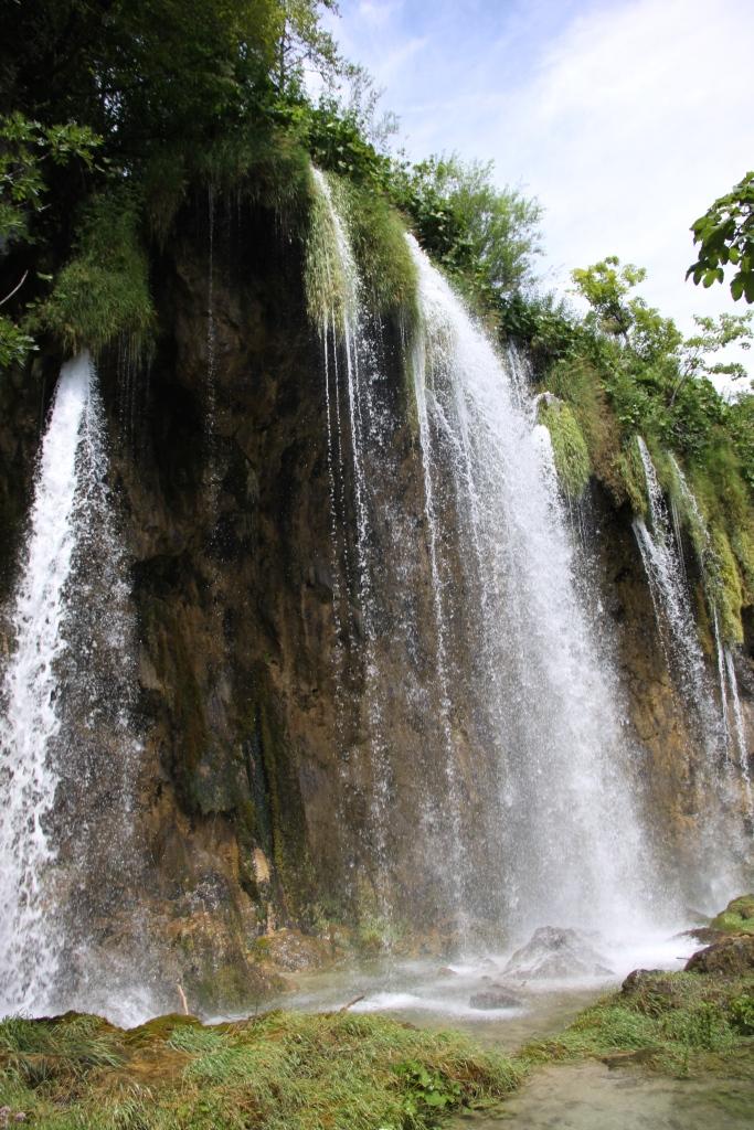 Mali Prstavac waterfall (18 metres tall)