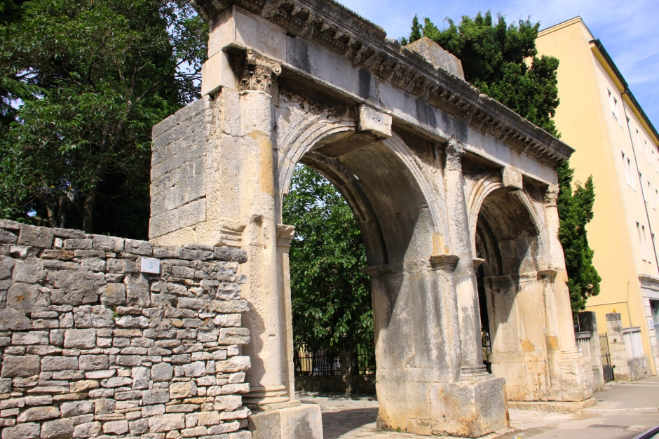 The Twin Gates (2nd century)