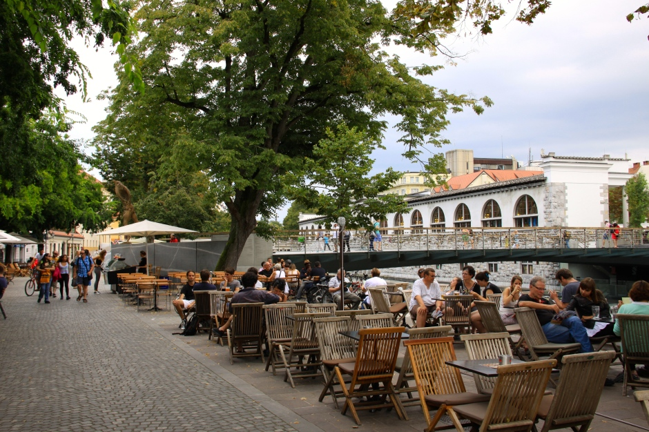 Riverside bars and cafes