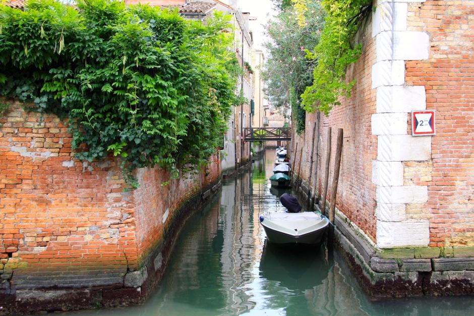 Warning - narrow waterway
