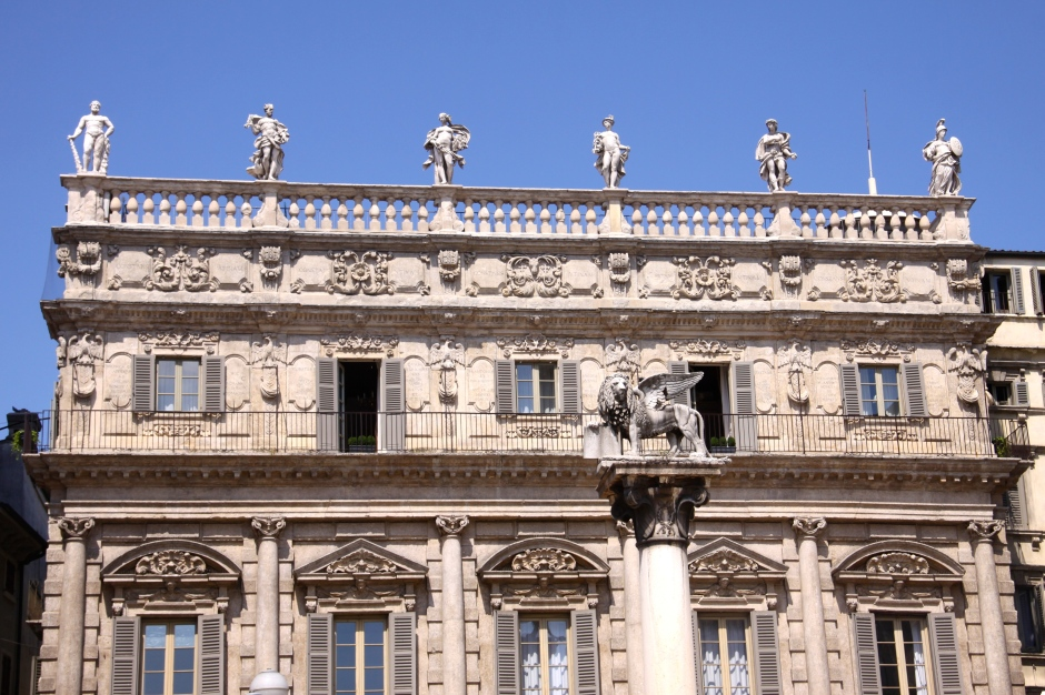 The baroque Palazzo Maffei, decorated by statues of Greek gods, borders the Piazza della Erbe. The symbol of the Republic of Venice, St. Mark's Lion, is on the marble column in front.