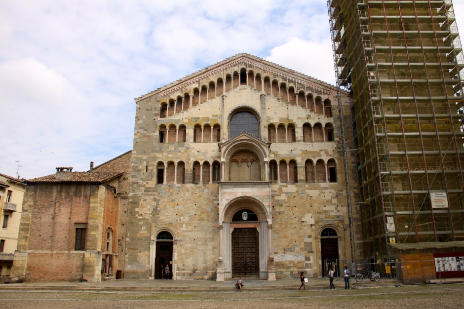 The front of the Parma Cathedral