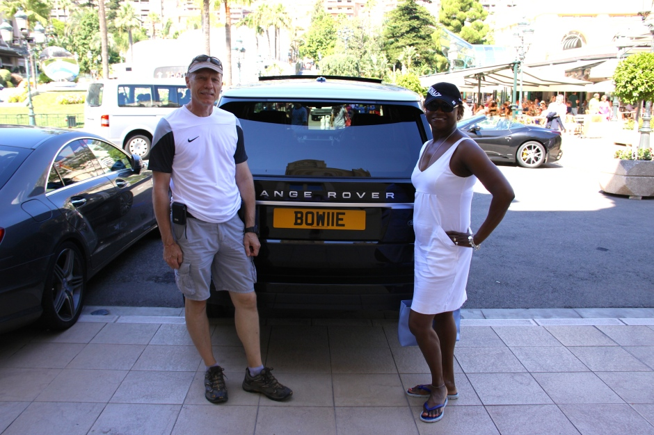 Despite the fancy cars parked nearby, we posed for a photo with a Range Rover (with a BOW11E plate).