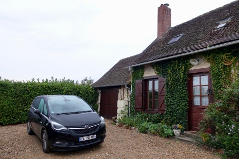 Opel Zafira rental