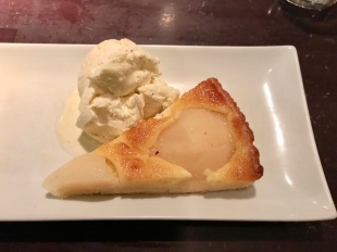 Pera tart with ice cream