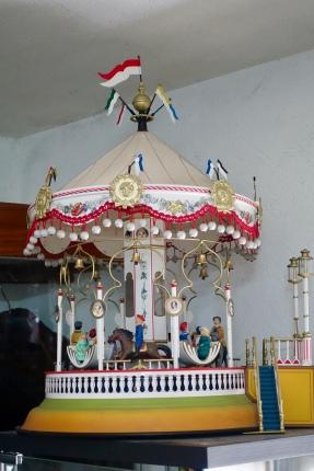 model merry-go-round