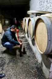 Filling bottles of Moscatel