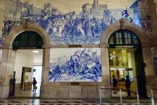 Azulejo tiles at Sao Bento